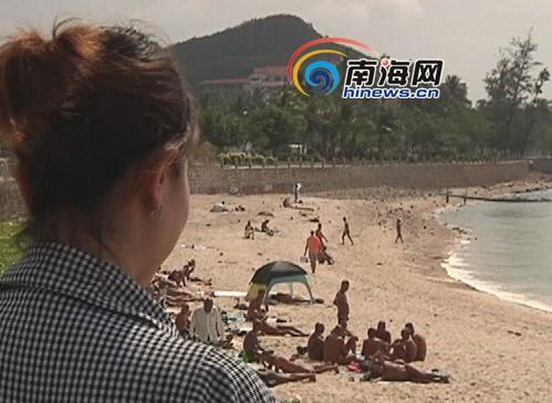 三亚裸泳有女的_三亚大东海景区天体浴场裸泳已见惯不怪[图]_海南租车信息网